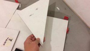 Краевые фрагменты вырезают необходимых размеров и формы