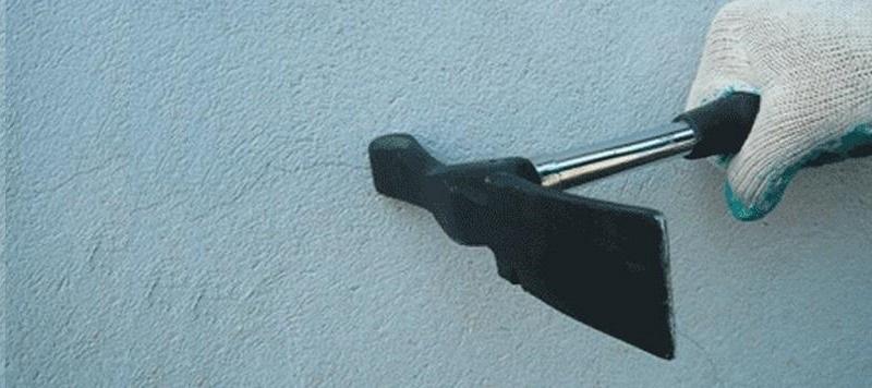 Определяют проблемные фрагменты простым постукиванием по поверхности молотком