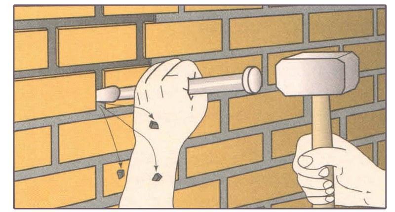 Перед оштукатуриванием кирпичной кладки следует углубить кладочные швы
