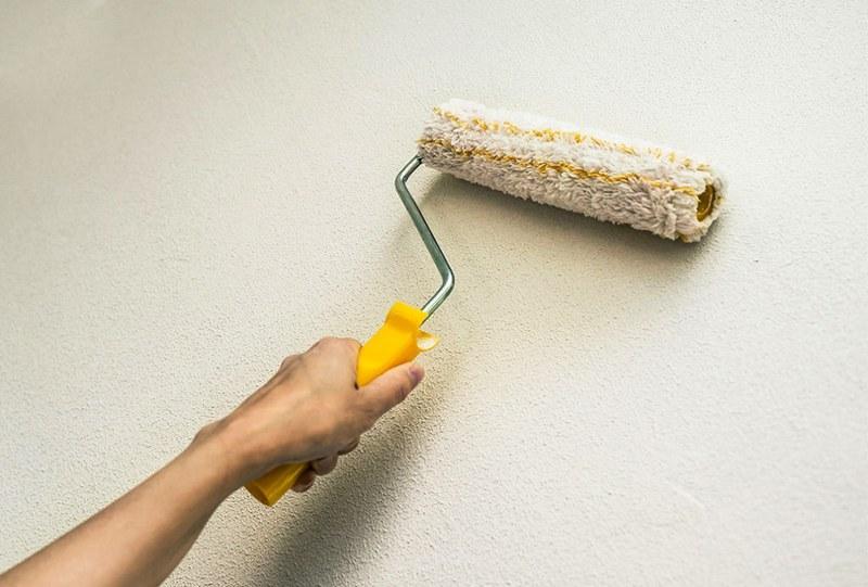 Перед покраской, грунт нанесенный на поверхность, необходимо обезжирить