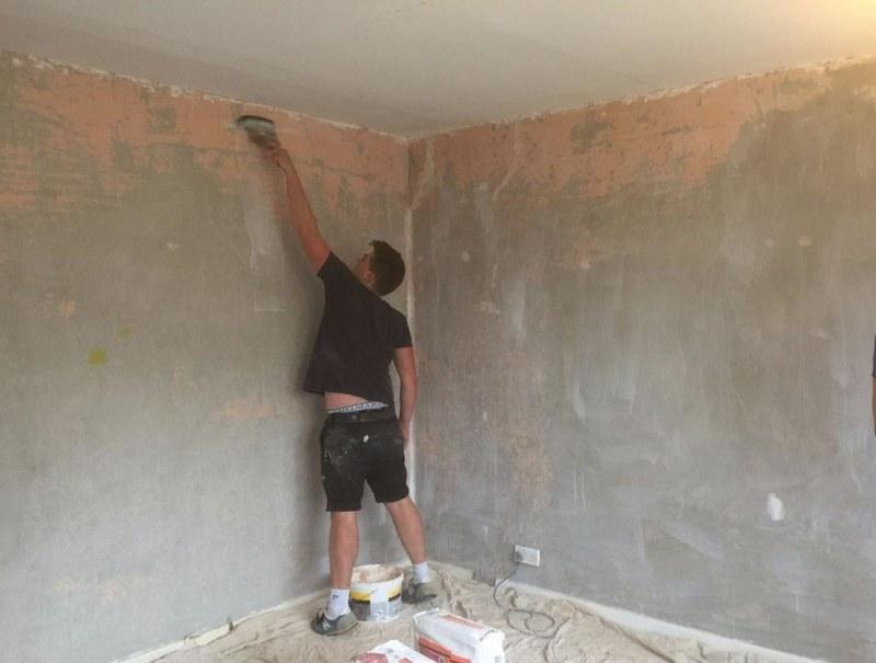Подготовка поверхности к шпаклеванию — важный этап строительных работ