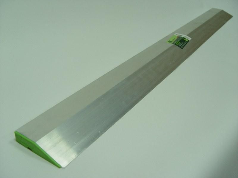 Правило - это ровная рейка для выравнивания поверхности при отделке стен штукатуркой