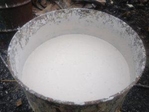 Приготовленное таким образом молоко отстаивают 1-1,5 ч