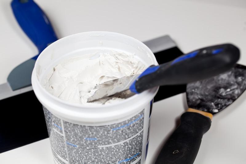 Шпаклёвочная смесь должна обладать влагостойкостью, иметь хорошие показатели адгезии