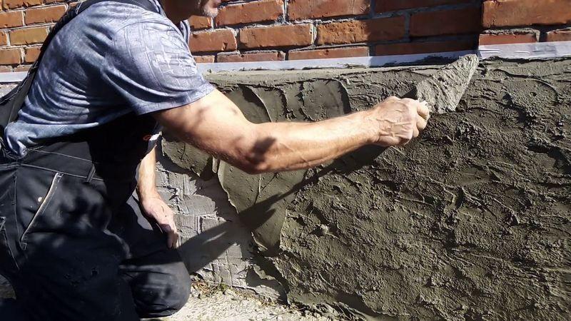 Штукатурка фасада дома цементной смесью – наиболее доступный и часто применяемый вид отделки