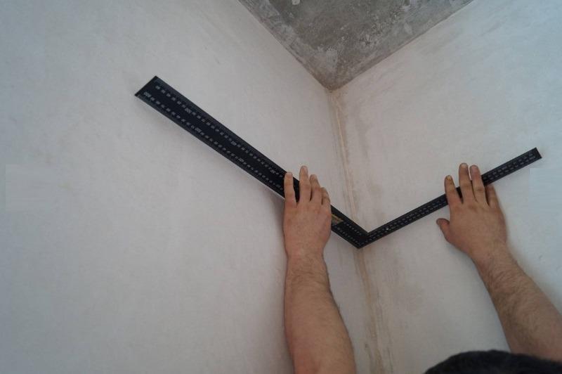 Все углы помещения должны соответствовать 90 градусам