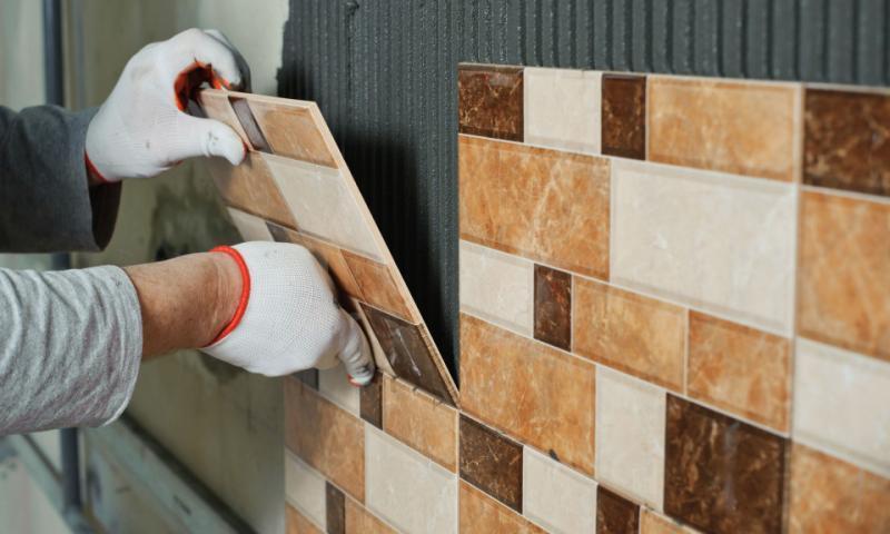 Для облицовки поверхностей в ванной подходит плитка первой категории