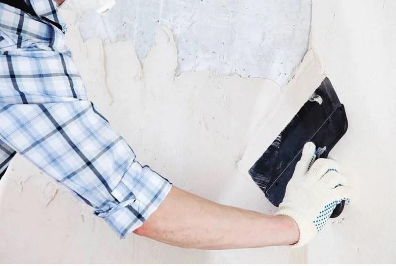 Для ровной укладки шпатель нужно держать под углом 45 градусов