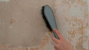 Грязь и пыль смахивают щеткой