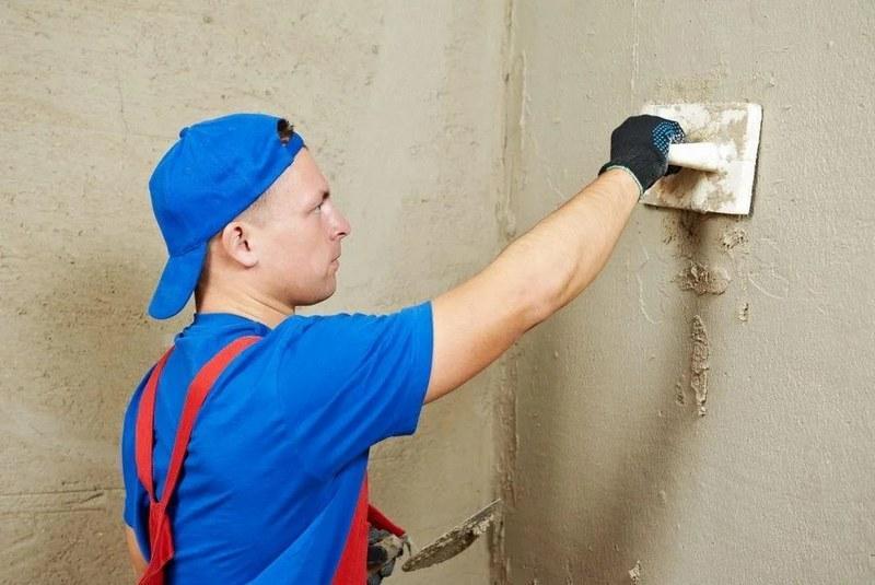 Самый распространенный способ выравнивания стен - нанесение штукатурки