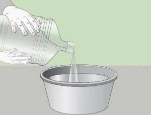 В емкость наливают необходимый объем воды